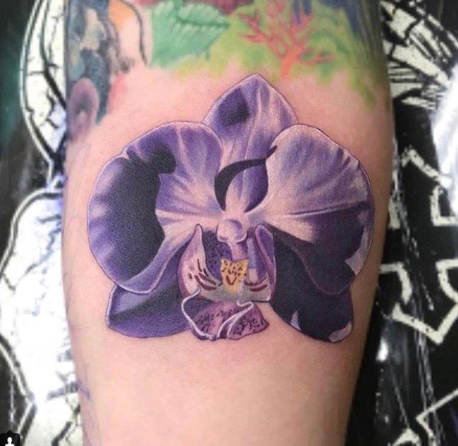 dan mcwilliams realistic floral tattoo Studio City Tattoo